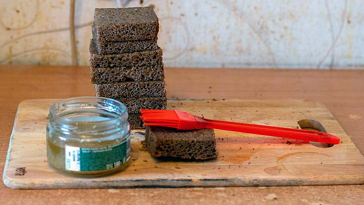 как приготовить гренки с чесноком из черного хлеба